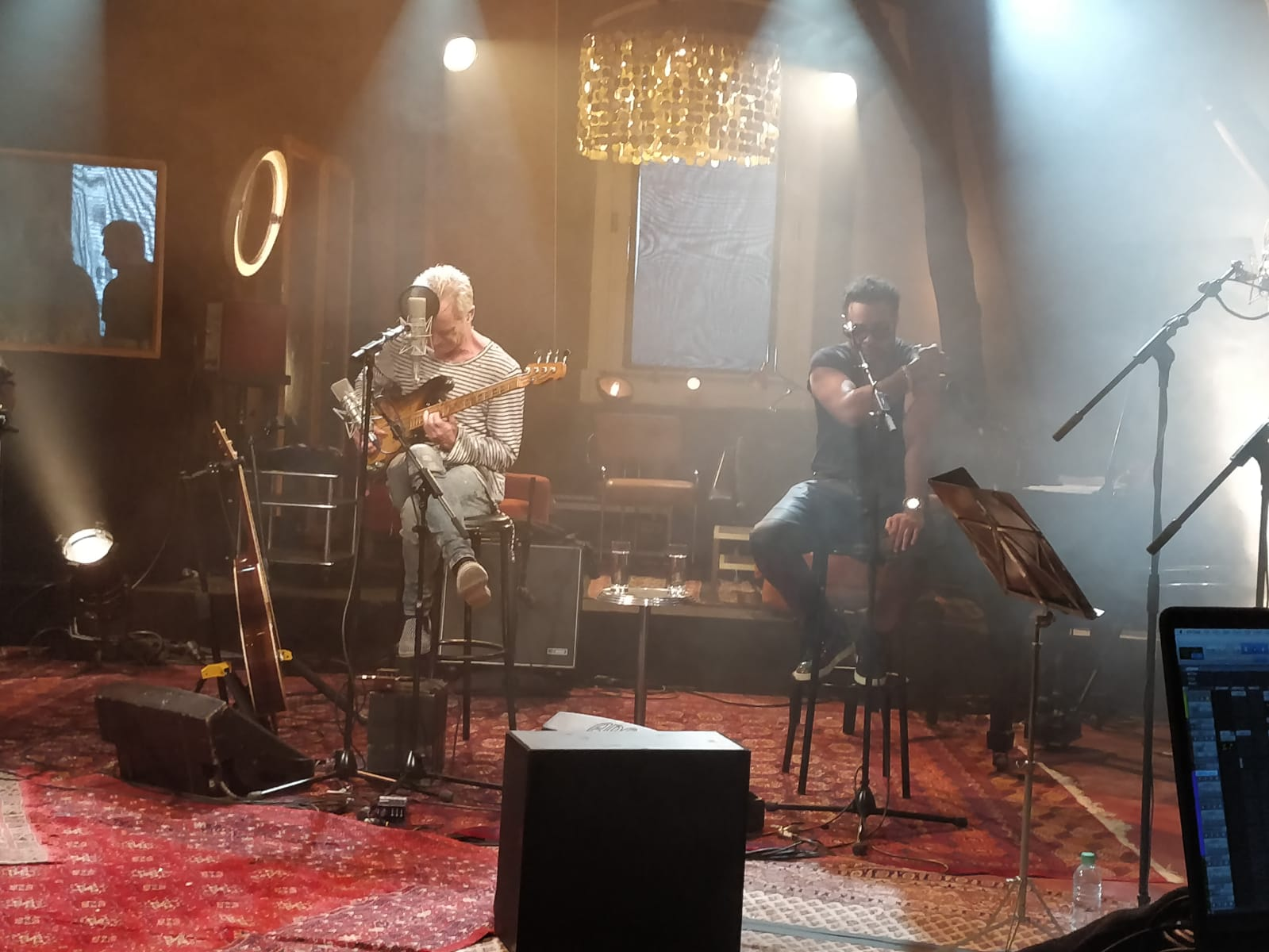 solutions-prompteur-concert-scene-sting